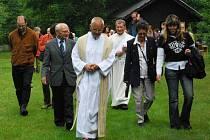 Na Knížecí Pláni se poslední červnovou sobotu konala u příležitosti svátku patrona někdejšího kostela mše svatá, spojená s poutí a setkáním rodáku.