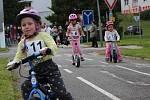 Na odrážedlech se děti při závodech doslova vyřádily.
