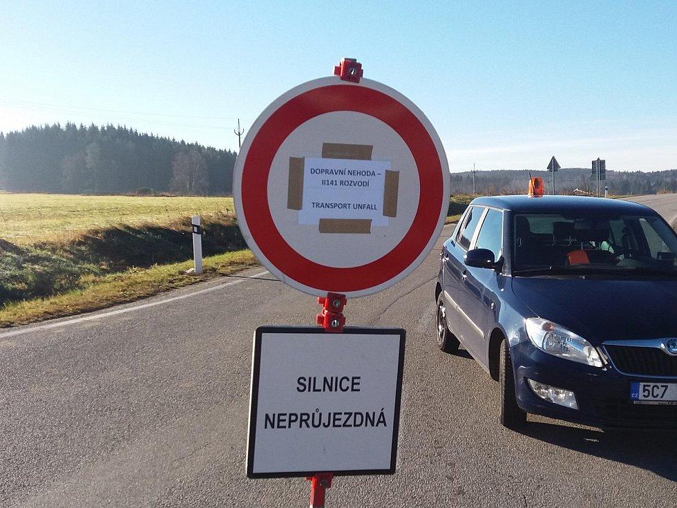 Silnice ve směru Blažejovice - Volary je vinou nehody uzavřena.