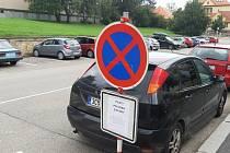 Ve Vodňanské ulici je od středy 2. září podélné parkování zakázáno.