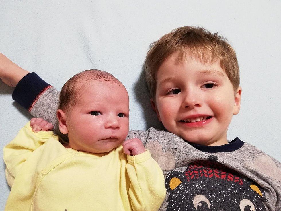 VOJTĚCH HORA, VLACHOVO BŘEZÍ. Narodil se ve čtvrtek 19. března v písecké porodnici. Vážil 3450 gramů a měřil 51 cm. Má brášku Honzíka (dva a půl roku). Rodiče: Jan a Jana Horovi