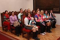 V úterý odpoledne přivítali v Prachaticích deset nových občánků.