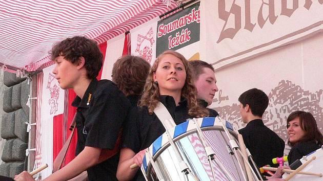 Bubeníci ze švýcarského Spiesu opět nadchli prachatické publikum.