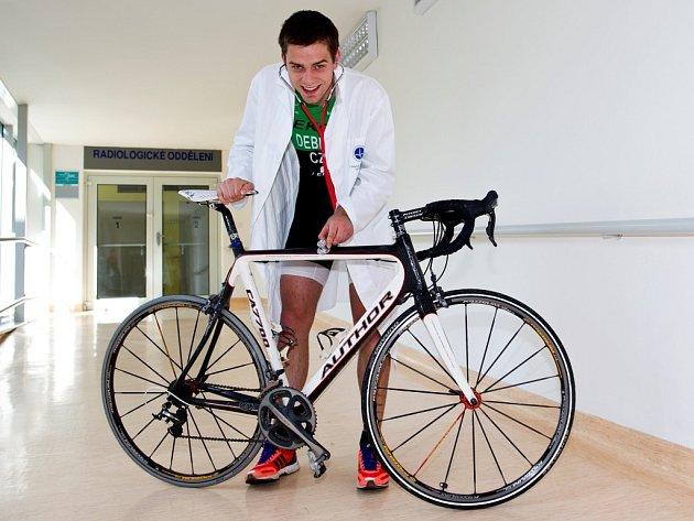 Martin Debnar dává přednost medicíně, ale triatlonový dres nesundává.