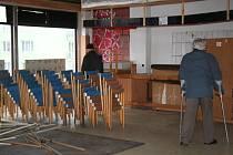 Interiér Kulturního domu Netolice si mohli opět po delší odmlce prohlédnout také zevnitř obyvatelé města v lednu tohoto roku. Tehdy byl stále ve hře prodej kulturního stánku, dnes je vše jinak.