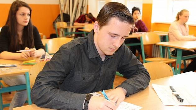 Dvanáct žáků devátých tříd usedlo včera při druhém kole přijímacích zkoušek do lavic prachatického gymnázia.