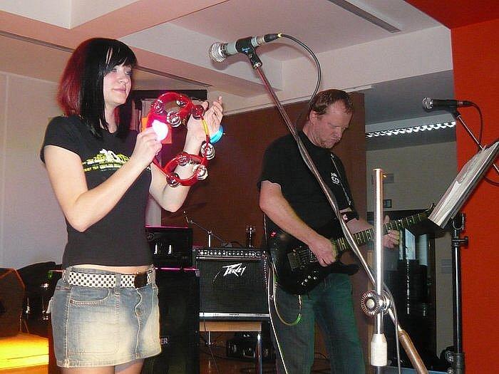 Své umění předvede i hudební skupina Pracovní sobota z Prachatic.