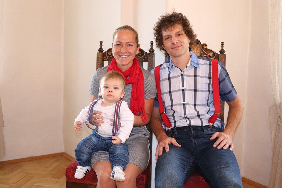 Oliver Novák s rodiči.