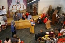 Do Čkyně se sjely dětské pěvecké sbory na festival. Koncertovaly v synagoze.