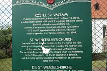 Šestnáctiletého agresivního a podnapilého výtržníka se podařilo 23. srpna dopadnout, když zcela bez příčiny a zcizeným kladivem poničil informační panel naučné stezky u kostela sv. Václava. Celkovou škodu město vyčíslilo na 12.750,- Kč.