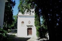 Kaple na vimperském starém hřbitově září novotou.