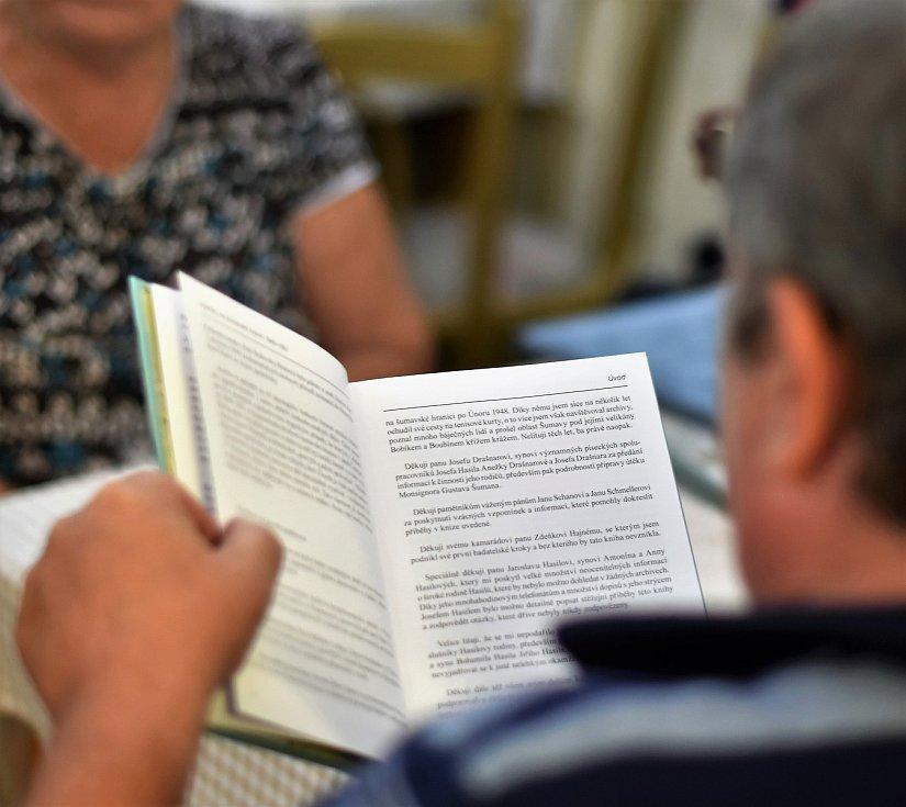 Křest knihy Výstřely na šumavské hranici.