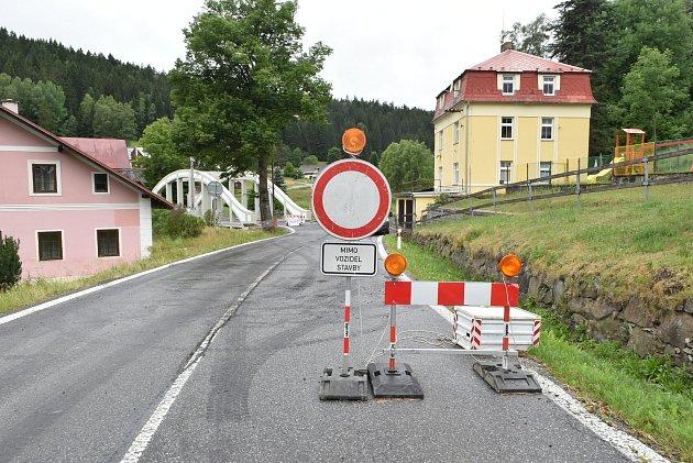 Oprava mostu vHorní Vltavici, dnes už přes něj auta jezdí.
