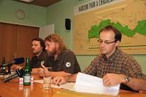 Na snímku zleva tiskový mluvčí Správy Jan Dvořák, ředitel Pavel Hubený, ekonomický náměstek Martin Roučka.