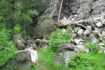 Sesuv skalního masivu na Sudslavickou stezku