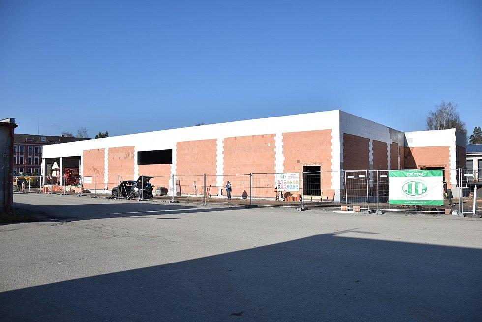 Obchodní centrum ve Volarech má jasné obrysy.
