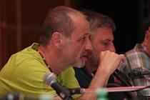 Předsedovi TJ Šumavan Vimperk Luboši Drenčenimu spadl po pondělním jednání zastupitelů Vimperku ze srdce velký kámen. Město na sebe přebírá i daňovou povinnost.