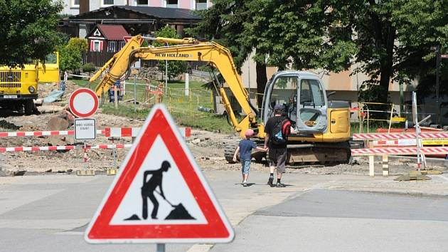 Pokud nebude hotova rekonstrukce ulice U Stadionu, zhotovitel obchodního centra by neměl získat povolení k uzavření Krumlovské ulice. Dvě klíčové přístupové komunikace k průmyslové zóně není možné uzavřít současně. Ilustrační foto.