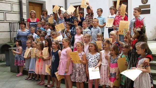 Do stavu čtenářského byli pasováni všichni žáci prvních tříd ze základních škol v Prachaticích.