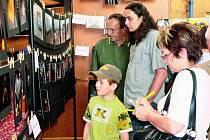 FOTO NA PROVÁZKU. Tradiční fotografická výstava se opět povedla. Prohlédnout si tvorbu autorů z celé republiky přišlo na několik stovek návštěvníků.