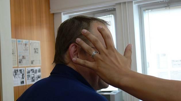 Muž na začátku týdne udeřil pěstí do obličeje v restauraci hosta. Ilustrační foto.
