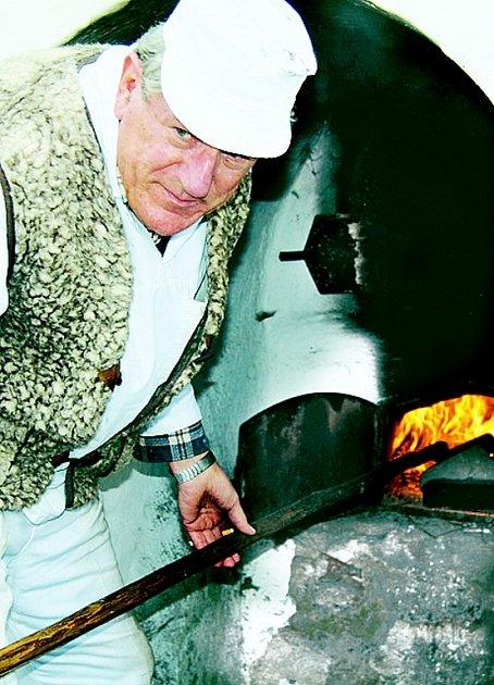 Ve veřejné peci v Lenoře peče Augustin Sobotovič vždy poslední sobotu v měsíci. Začíná 28. dubna.