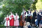 Libín-S Prachatice a dětský folklórní soubor Ostravička z Frýdku - Místku zahájily na Parkáně 20. novodobou sezonu plavení dřeva na Schwarzenberském plavebním kanále.