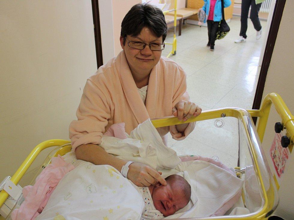 Barbora Hambálková z Bohumilic se narodila v prachatické porodnici v pondělí 10. dubna v 9.08 hodin a vážila 4400 gramů. Rodiče Kamila Janoušková a Pavel Hambálek spolu vychovávají ještě šestiletou holčičku Anetku.