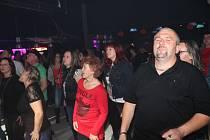Sobotní večer se v prachatickém Kandláku nesl v rockovém duchu.