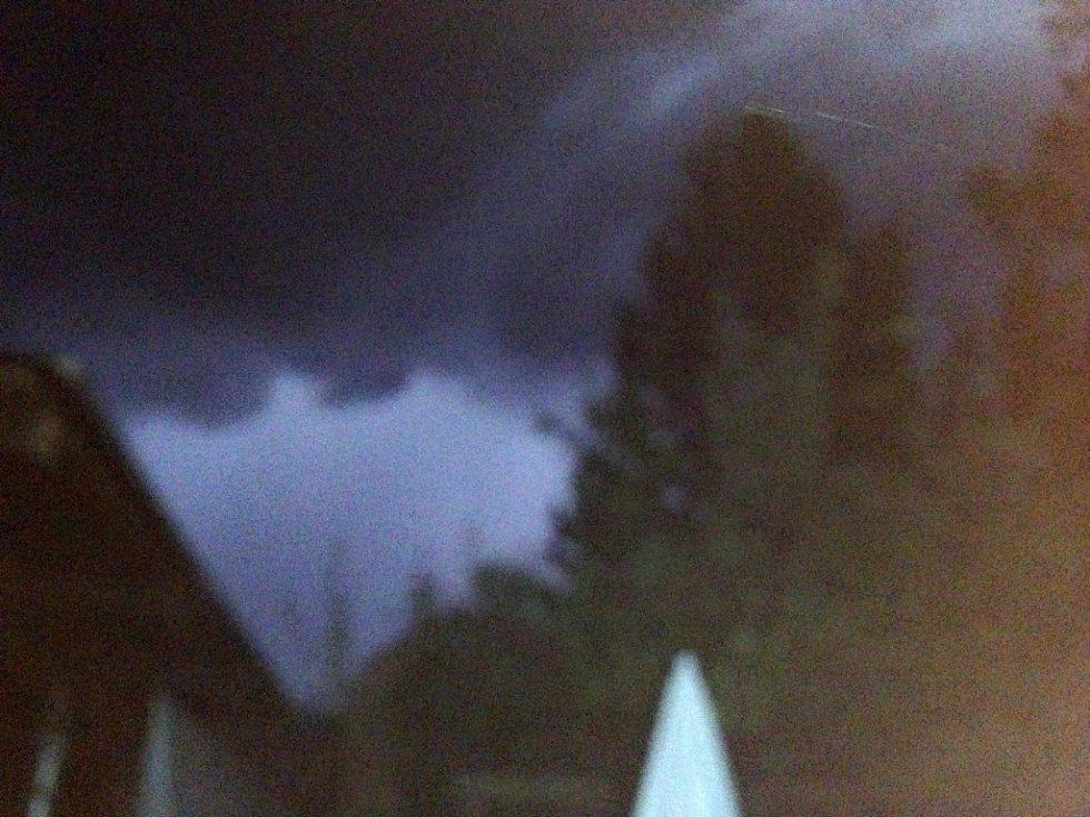 Nebe nad Prachaticemi před bouřkou.