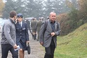 Pohřeb Tomáše Procházky v jeho rodných Prachaticích začíná v 12 hodin. Smuteční hosté přicházejí.