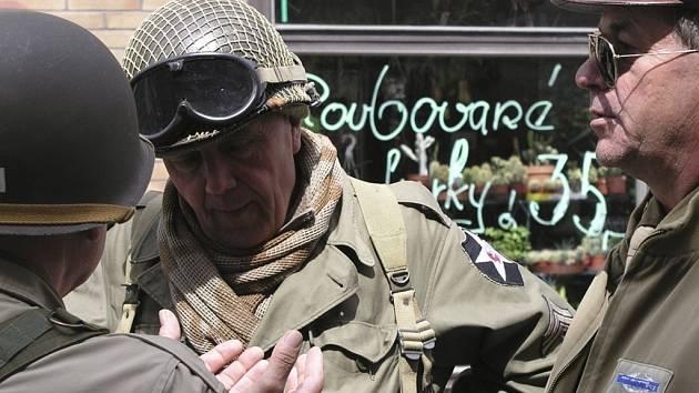 Vojáci osvobodili Vimperk.