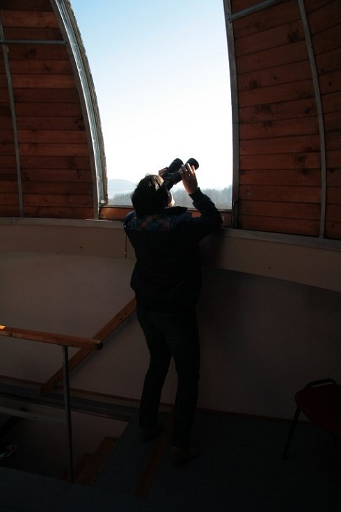 Částečné zatmění Slunce bylo nad Českou republikou pozorovatelné také v lednu 2011. To ovšem bylo Slunce těsně nad obzorem a ani podmínky nebyly tak dobré, jako letos.