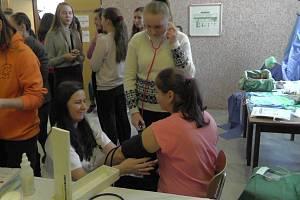 Děvčata ze ZŠ ve Vodňanské ulici vyrazila na exkurzi do prachatické nemocnice.
