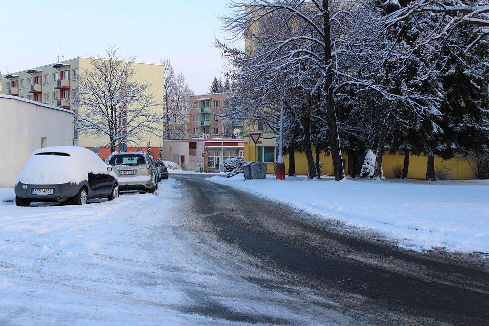 Od brzkého rána se v Prachaticích uklízelo, takže silnice jsou s opatrností sjízdné a chodníky schůdné.