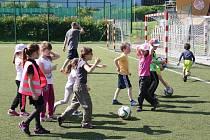Umělka ve sportovním areálu v Prachaticích slouží nejen k fotbalovým zápasům, ale i dalším aktivitám.