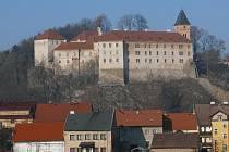 Vimperský zámek by měl zatím zůstat pro pořádání společenských akcí přístupný i s ohledem na práci archeologů a historiků