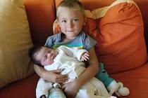Ema Seberová se rodičům Haně a Karlovi z Prachatic narodila ve čtvrtek 1. srpna v 22.55 hodin. Vážila 3500 gramů a měřila 49 centimetrů. Na malou Emu doma čekal pětiletý bráška Radimek.