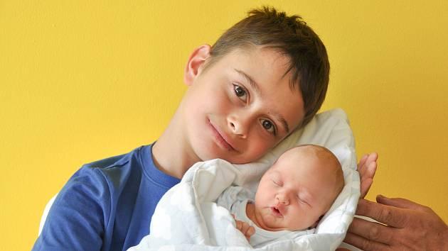 MAREK KOTAL, ČKYNĚ.Narodil se ve čtvrtek 15. srpna v 8 hodin a 23 minut ve strakonické porodnici. Vážil 2770 gramů. Má brášku Tomáše (8 let). Rodiče: Zuzana a Jan.