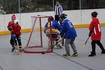 V Prachaticích odstartovalo kategorií 4. - 5. tříd ZŠ okresní kolo postupové soutěže Hokejbal proti drogám.