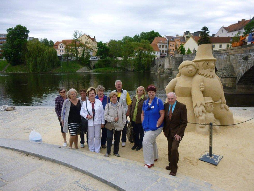 Rada prachatických seniorů navštívila místa pro seniory v Písku při výjezdním zasedání.