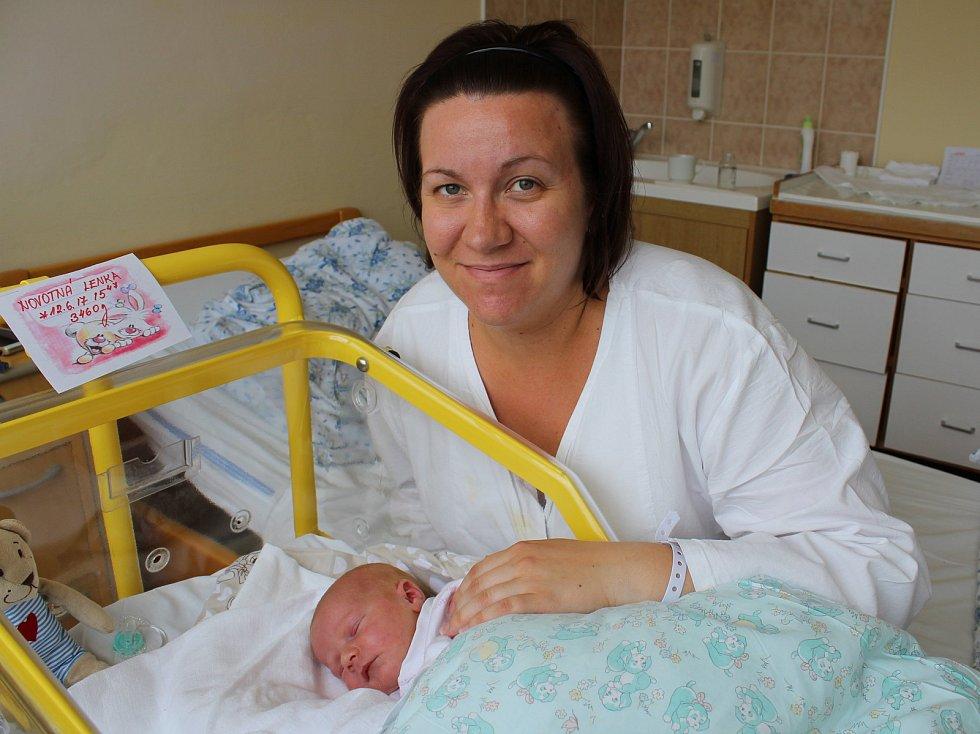 Lenka Novotná z Vodňan je prvním potomkem manželů Terezy a Josefa Novotných. Narodila se v prachatické porodnici v pondělí 12. června v 15.47 hodin. Vážila 3460 gramů.