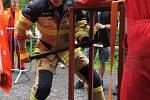 Jednou z disciplín, kterých je celkem osm, jsou údery dvouručním kladivem do hammer boxu. V akci je na snímku vítěz Michal Brousil.