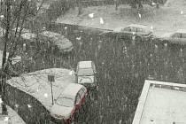 Prachatice zastihla v úterý ve čtrnáct hodin a třicet minut sněhová přeháňka. Na pravé jaro si obyvatelé Prachatic budou muset ještě zřejmě počkat.