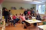 První školní den ve Zbytinách. Do první třídy nastoupili tři prvňáčci. Foto: Josef Furiš