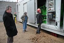 Přibližně 60 korun, takový je přínos dvou kogeneračních jednotek do ceny tepla v Prachaticích za loňský rok. Podle jednatele Tepelného hospodářství Prachatice Vladislava Zocha (vlevo) by kogenerace měly v letošním roce svůj přínos o něco zvýšit.