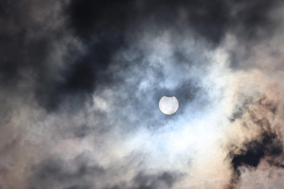 Částečné zatmění slunce ze Sezimova Ústí.