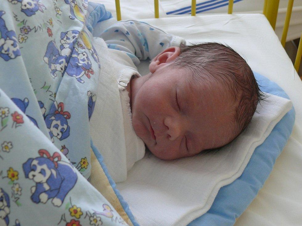 Adam Drdla  se narodil v prachatické porodnici v pátek 25. ledna ve 13.00 hodin. Vážil 3100 gramů a měřil 47 centimetrů. Rodiče Petra a Ondřej jsou ze Záblatí. Na brášku se těšili sourozenci Petr (12 let) a David (8 let).