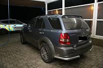 Odcizený vůz značky Kia našli policisté u čerpací stanice ve Volarech.
