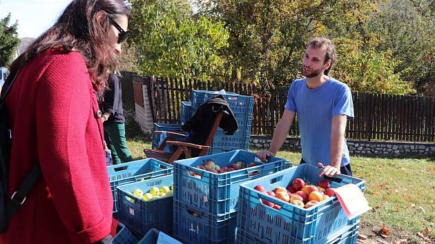 Zboží pěstitelů z Prachatic a okolí bylo k mání v sobotu 19. října na prachatické Skalce.